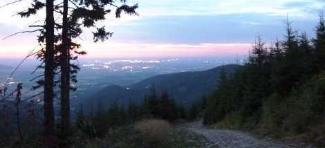 Foto svítání na vzdáleném obzoru